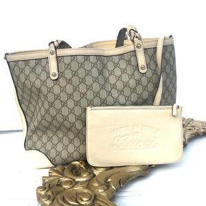 👛 Gucci shoulder bag in monogram GG canvas